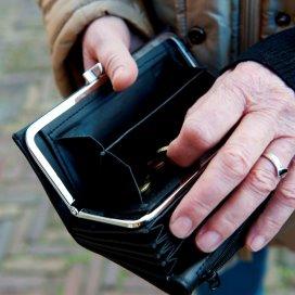 Ouderen duurder uit door bezuiniging op hulp