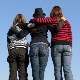 3-friends-5-1429572-639x851.jpg
