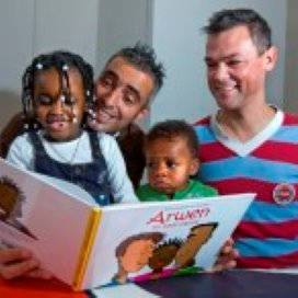 'Nog veel vooroordelen over lesbische en homo-ouders'