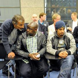 Asielzoekers uit de tentenkampen in Amsterdam en Den Haag tijdens een overleg met leden van de Tweede Kamer.