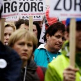 Zorgwethouder Enschede overleeft debat aanbesteding