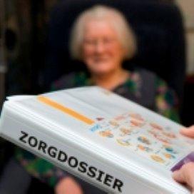 'Geld ouderenzorg investeren in personeel en mantelzorg'