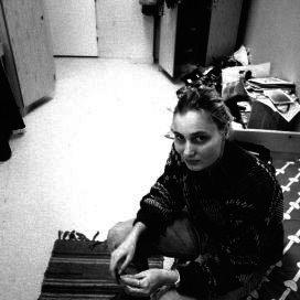 Een zwerfjongere in haar kamertje van het inmiddels gesloten pension Zeezicht in Amsterdam.