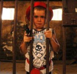 'Repressieve maatregelen bij jeugdige criminelen werken averechts'