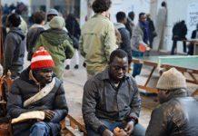 Asielzoekers van Vluchtkerk naar leeg kantoor