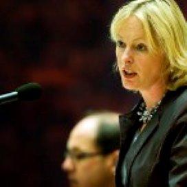 Bussemaker: 'Verpleging en verzorging kan verder bezuinigen'