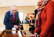 Ouderen kiezen juist voor de aanleunwoning vanwege voorzieningen als ontmoeting en het samen eten.