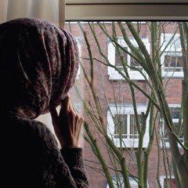 Verborgen vrouwen kun je mogelijk bereiken viaiemand van de moskee of de school