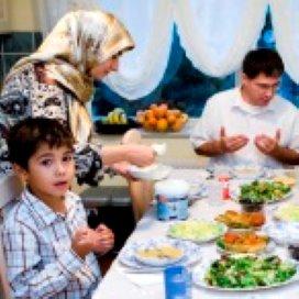Turkse en Marokkaanse dochters draaien op voor de zorg