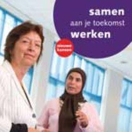 Campagne 'Het begint met taal' wijst inburgeraars op plicht