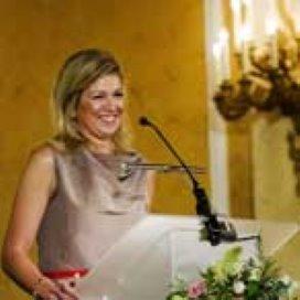 Prinses Máxima reikt Appeltjes van Oranje uit