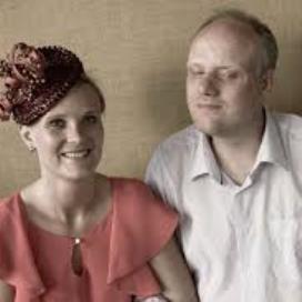 <p>Anjet met haar broer Jalbert in 2012 bij haar huwelijk in Frankrijk. Jalbert was met zijn begeleider met de trein (zijn hobby) gekomen.</p>