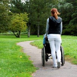 'Ouderenzorg moet intensiever inzetten op vrijwilliger'