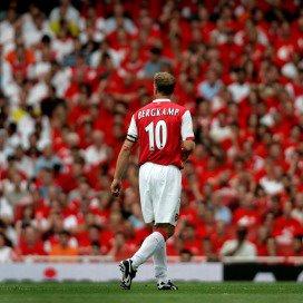 Vincent de Waal omschrijft de middenmanager als een 'vooruitgeschoven middenvelder'. 'Wie wel eens Dennis Bergkamp bij Arsenal heeft zien spelen weet wat ik hier bedoel. Hij was vaak de belangrijkste sleutelfiguur op het veld