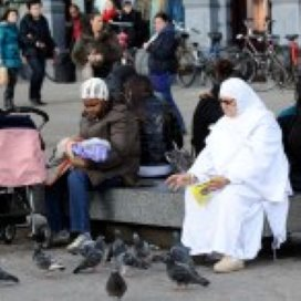Moslimvrouwen op pad voor de GGD