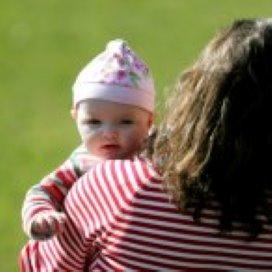 Opvang voor moeder én kind: 'Uiteindelijk moeten ze toch zelf voor hun kind zorgen'