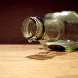 Hulpverleners moeten leren alcoholgebruik te bespreken