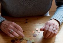 Vrijwilligers helpen bij geldproblemen