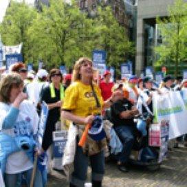 Demonstratie thuishulpen tegen topsalarissen