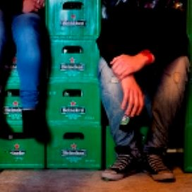 Jongeren onder 16 drinken minder alcohol