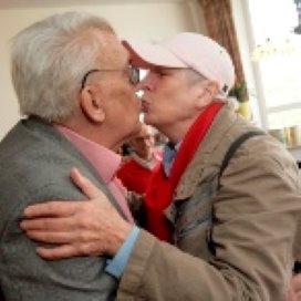 Zorginstellingen hebben nauwelijks oog voor homoseksuele ouderen