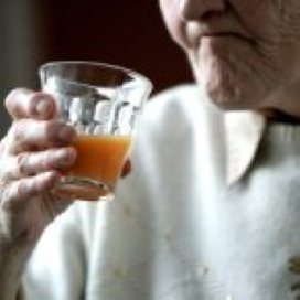 'Zorg effectiever als kwetsbare oudere ook zorg kan geven'