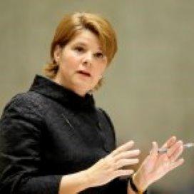 Van Bijsterveldt pleit voor 'schoolcontract'