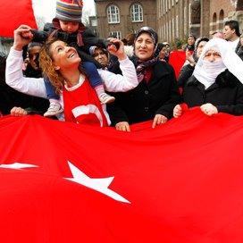 Turken voeren actie tegen jeugdzorgbeleid