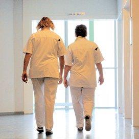 Minder ziekteverzuim in zorg in 2012