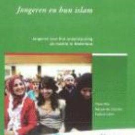 'Laat jonge moslims niet bungelen'
