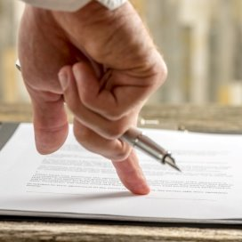 Contract-2-Fotolia.jpg