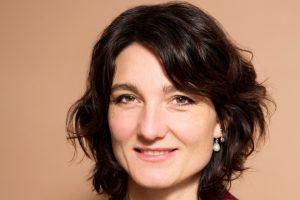 Merel van Dorp is journalist en sociaalwetenschapper, gespecialiseerd in jeugdzorg en risicojeugd.