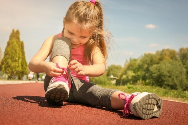Ondanks de bloeiende economie hebben nog veel kinderen geen toegang tot bijvoorbeeld sport, muziekles, schoolreisje of laptop.