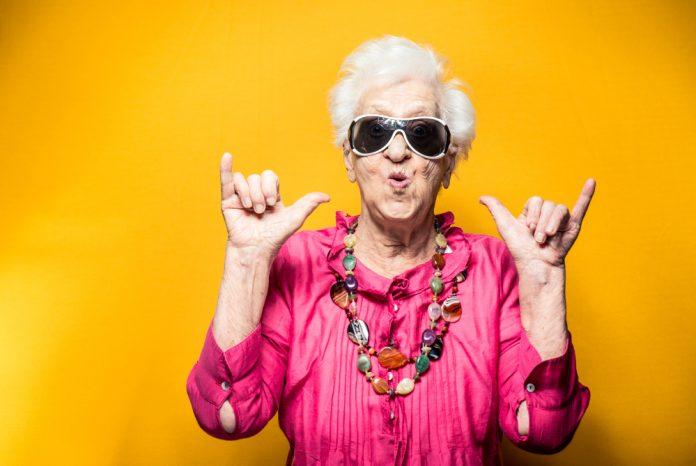 foto van rockende oma