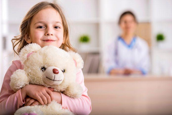 Meisje bij dokter