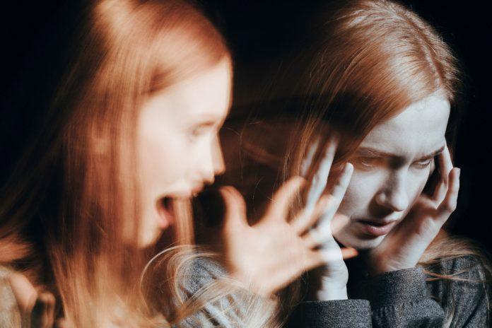 blurry foto van twee keer hetzelfde meisje