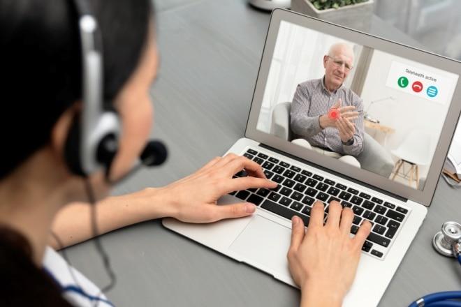 RVS adviseert: 'Vervang reguliere zorg- en hulpverlening niet door digitale zorg'